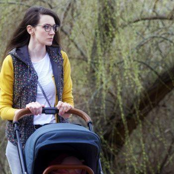 spacer z niemowlakiem